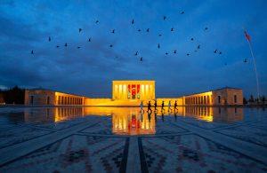 Anıtkabir, Türkiye Cumhuriyeti Devleti'nin kurucusu başkomutan Gazi Mustafa Kemal Atatürk'ün anıt mezarını da barındıran komplekstir..